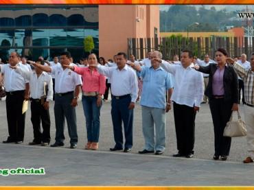 Honores a la Bandera Nacional en Palacio de Gobierno