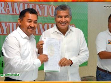 Entrega de nombramientos de base a trabajadores del Ayuntamiento de Ometepec.