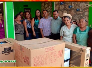 Visita a los trabajadores del Ayuntamiento de Apango
