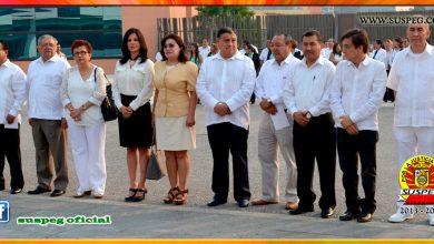 Izamiento y honores a la Bandera Nacional en Palacio de Gobierno