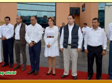Honores e Izamiento de la Bandera Nacional en la explanada de Palacio de Gobierno
