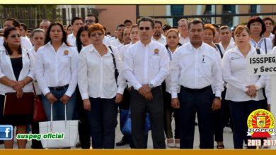 Ceremonia de Honores e Izamiento de la Bandera Nacional en Palacio de Gobierno