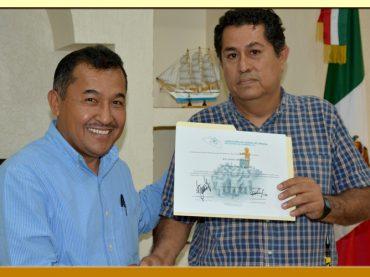 Entrega de Reconocimiento al Secretario General del Comité Central Ejecutivo del SUSPEG.