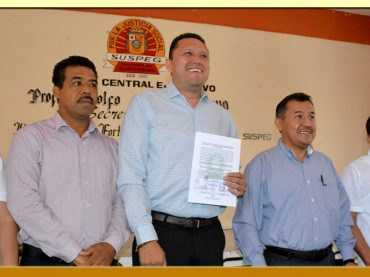 Entrega de la Constancia de Mayoría al Secretario General Electo del SUSPEG.
