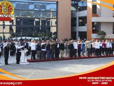 Honores e Izamiento de la Bandera Nacional en Palacio de Gobierno.